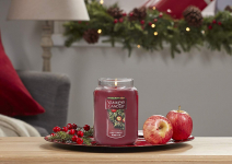 Yankee Candle Large Jar Candle, Red Apple Wreath $11.90 (REG $27.99)