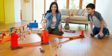 Hot Wheels Track Builder Stunt Bridge Kit Just $38.15 Shipped! (Reg $105)