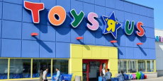 Toys R Us Is Closing Over 800 Stores!!!